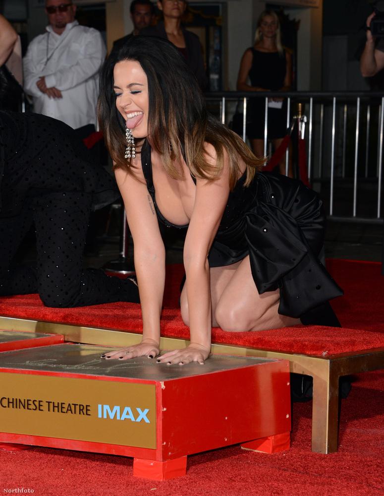 Katy Perry tudta, milyen ruhát kell felvennie behajoláshoz.