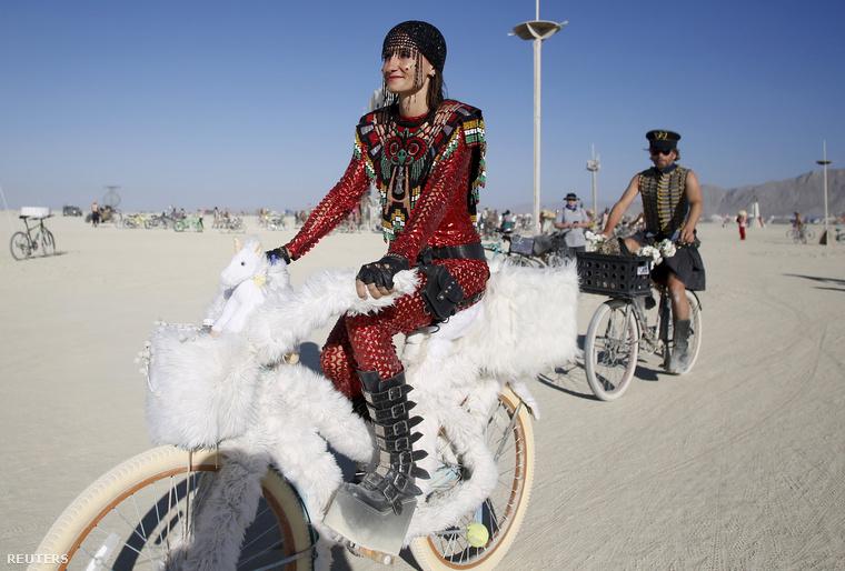 A biciklik tényleg nagyon népszerűek, a fesztivál alapjaiban tér el a legtöbb zenei vagy művészeti fesztiváltól