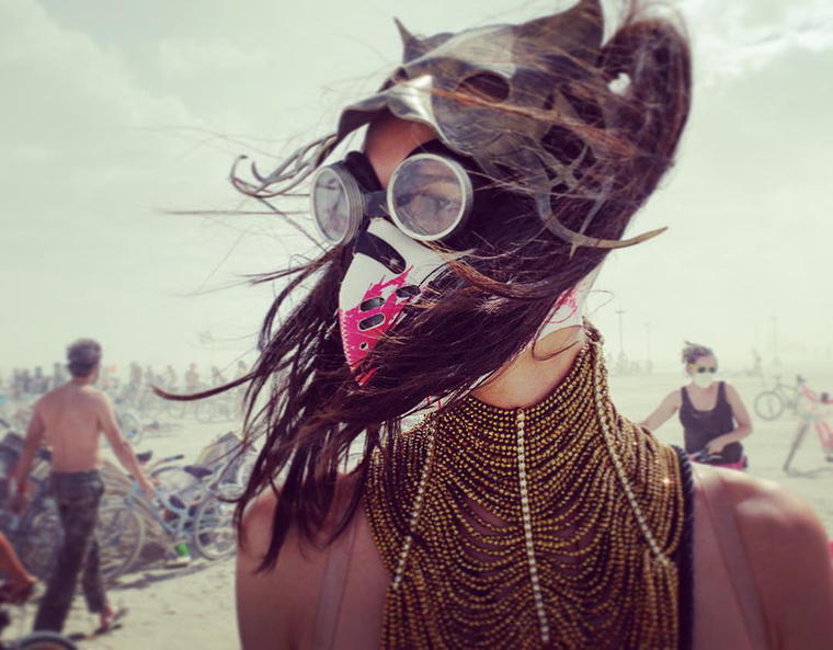 A mostanában egyre több helyen szereplő magyar modell, Hódosi Anita is ott volt a Burning Man fesztiválon, és szerencsére elég alaposan dokumentálta a dolgot az Instagramján