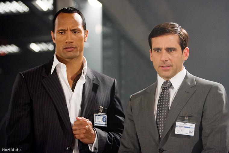 Steve Carell és Dwayne Johnson a Zsenikém - Az ügynök haláli című filmben kerültek intim közelségbe