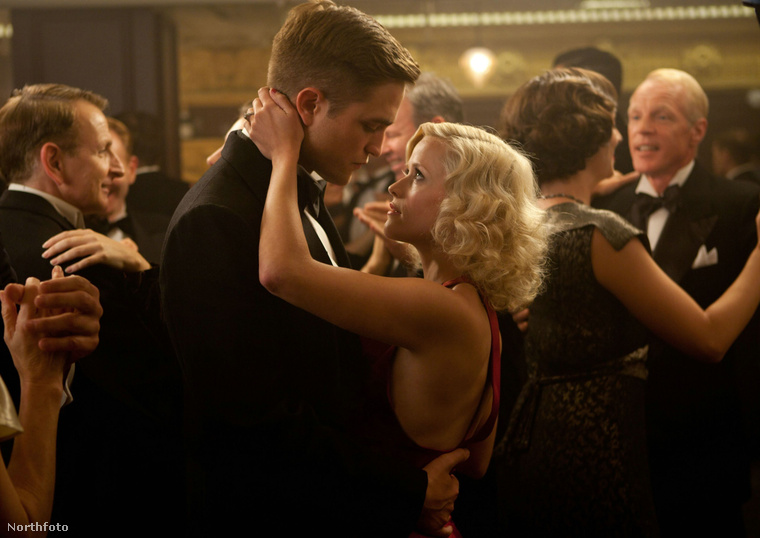 Ha már a szépfiúk alázásánál tartunk, Robert Pattinsont Reese Witherspoon hozta kellemetlen helyzetbe, amikor a Vizet az elefántnak forgatásáról beszélt