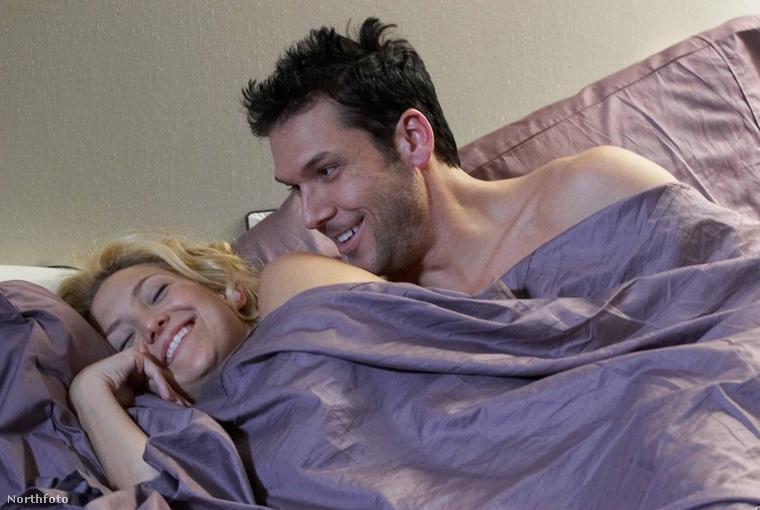 Kate Hudson volt Dane Cook legrosszabb csókpertnere, de az igazsághoz hozzátartozik, hogy Hudson egész fej hagymákat nyomott be szívatásból a jelenetek felvétele előtt.