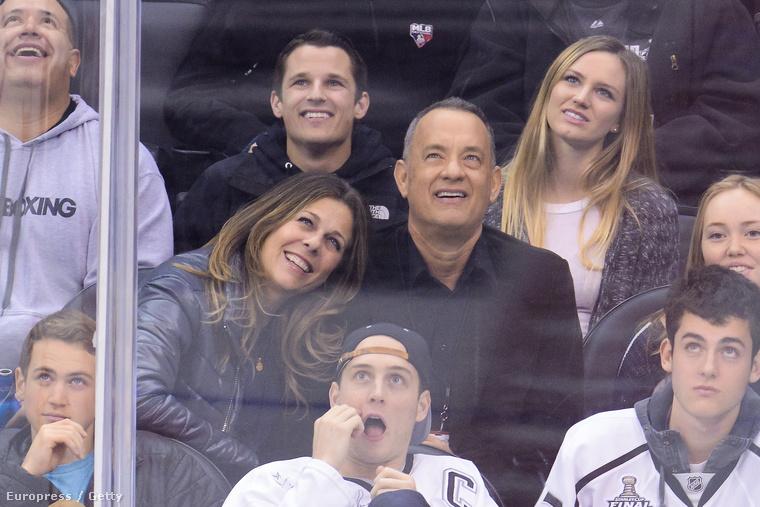 Tom Hanks felesége pedig Rita Wilson