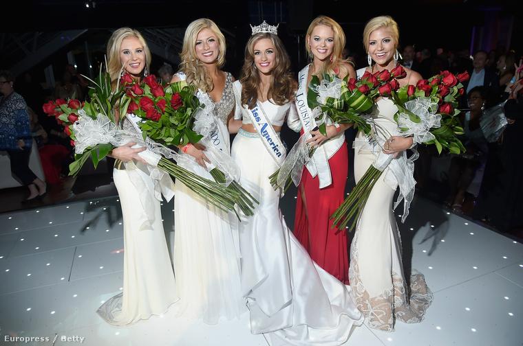 A kép közepén látható Betty Cantrell lett idén Miss America