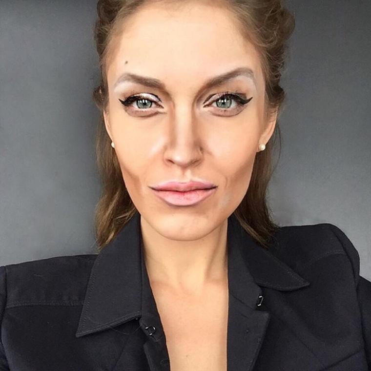 Angelina JolieA baj csak az, hogy önnek vagy szereznie kell egy elég jó sminkest/festőt, vagy megcsinálja magának