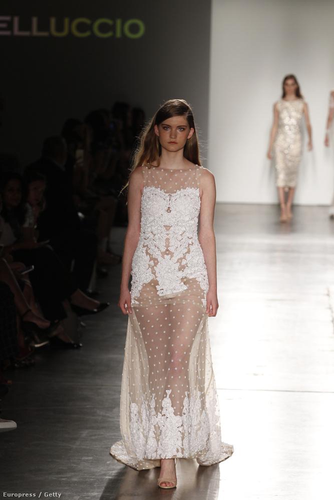 Na és akkor ezzel a ruhával elérkeztünk ahhoz a határhoz, hogy már nem vagyunk biztosak benne, hogy ezt még tényleg menyasszonyi ruhának szánták-e