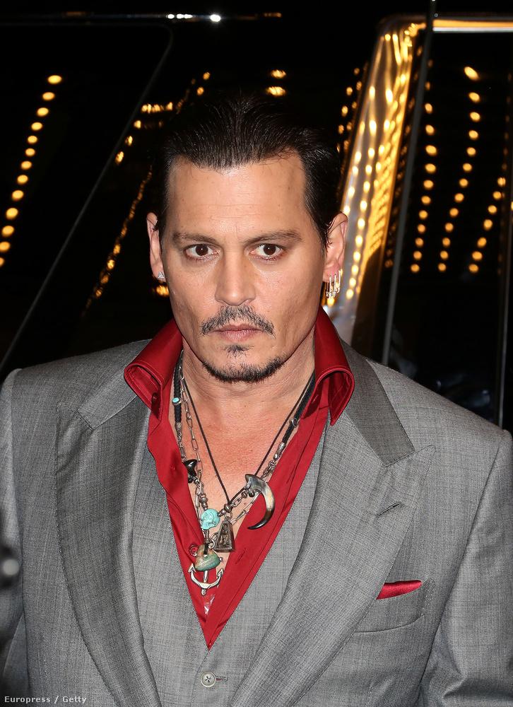 Johnny Depp védjegye lehetne ez a bajusz