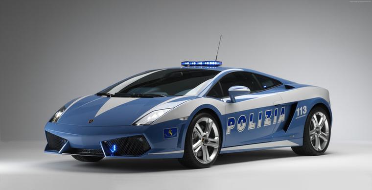 Miután az olaszok rendőrök egyik Gallardója 2011-ben rommá tört, a Lamborghini tavaly egy Huracánnal is megdobta őket