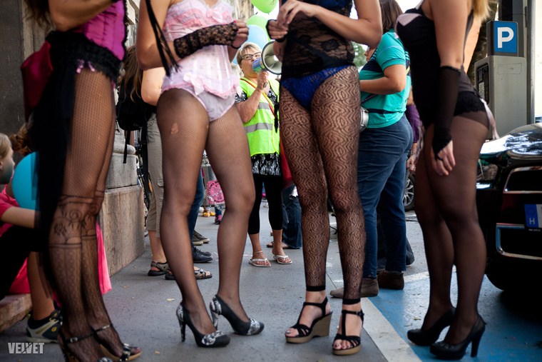 Már-már macska-egér játékot űz egymással a rendőrség és a szexmunkások:  türelmi zóna hiánya miatt ugyanis a rendőrök szabálysértési eljárások sokaságát kezdeményezte az elmúlt években a prostituáltakkal szemben.