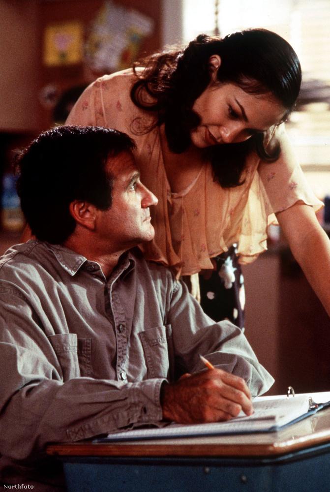 Na ez sem most volt, de Jennifer Lopez a Jack című filmben már húsz ve is nagyon dögös tanárnéni volt.