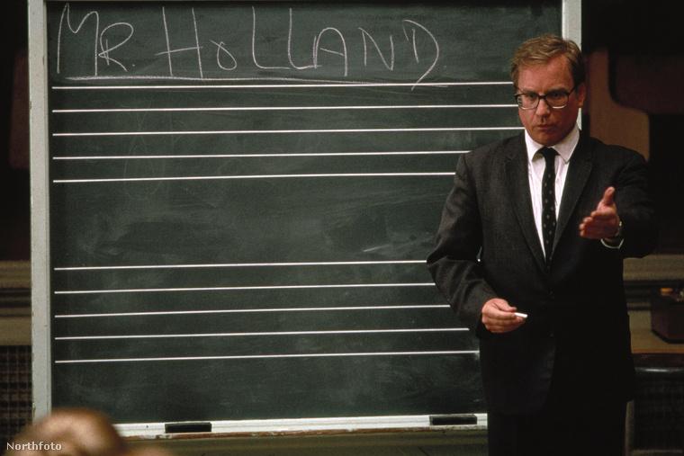 Volt idő amikor Richard Dreyfuss még sármos tanárszerepben is megállta a helyét, ilyen a Mr