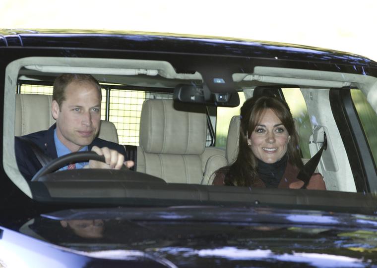 A brit királyi háznál maradva, Katalin hercegné is előkerült két hónap után, és legalább öt évet öregedett                          az új frufrujának köszönhetően.