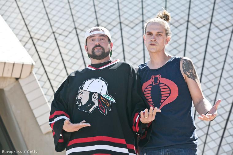 Kevin Smith és Jason Mewes, vagyis Néma Bob és Jay a Sydney-i Operaház előtt pózolt pénteken