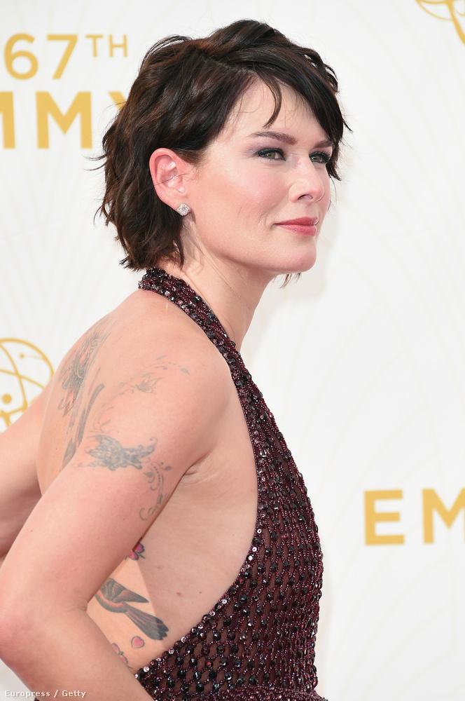 Itt a tetoválásait is megtekinthetik.