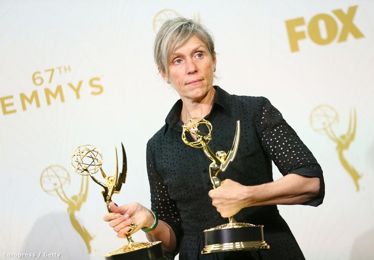 Az E! azt írja, hogy a színésznő nem tűnt különösebben meglepettnek, és nagyon kevés embernek mondott köszönetet a díjáért - nem csinált túl nagy felhajtást.