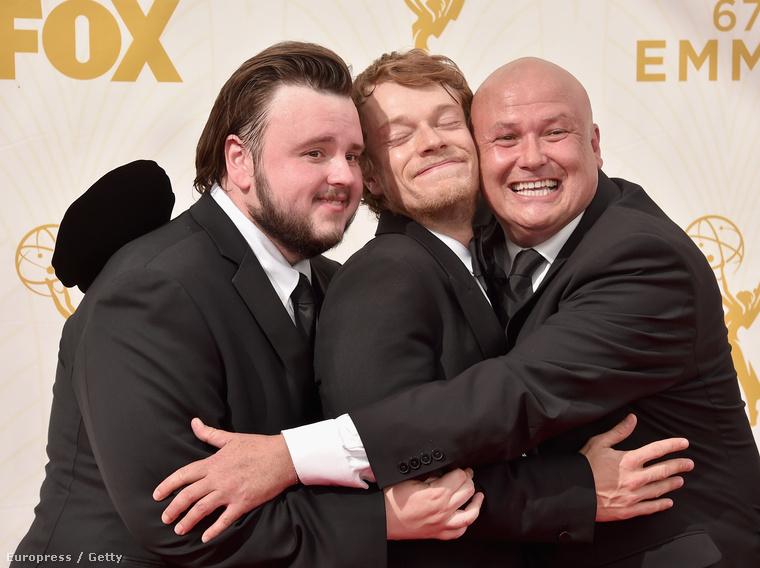 Balról jobbra: John Bradley (Samwell Tarly), Alfie Allen (Theon Greyjoy) és Conleth Hill (Lord Varys) szeretik egymást itt