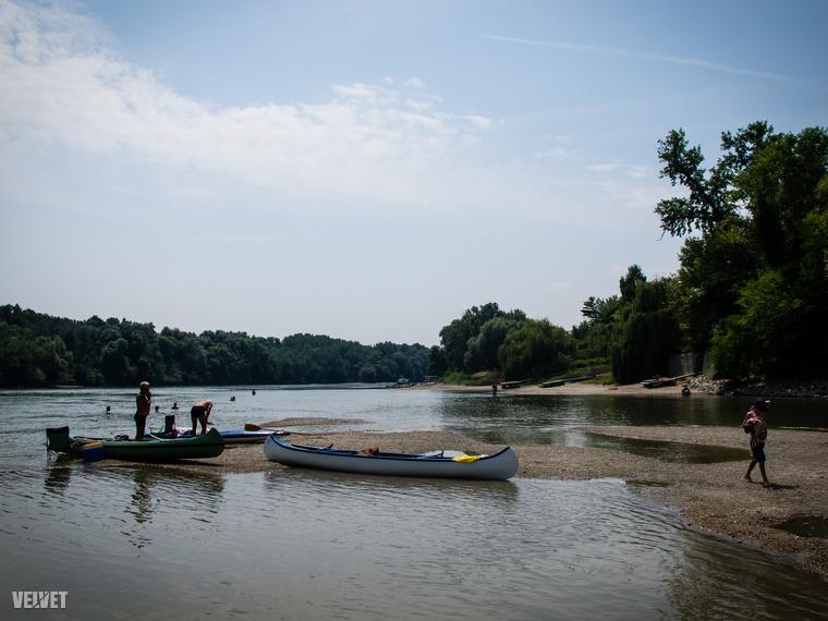 A part tökéletes a vízi sportokhoz, fürdéshez, napozáshoz