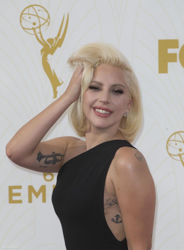 Lady Gaga magával teszi mindezt.