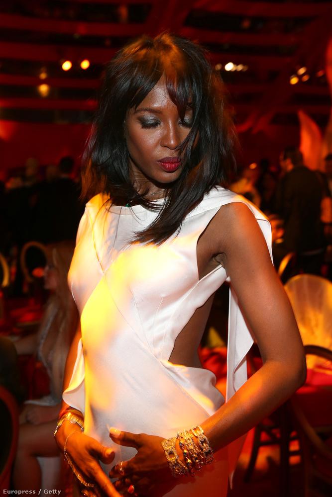 Naomi Campbell például valószínűleg rövid időn belül letiltatja majd ezt a fotót, mert nem így néz ki rajta.