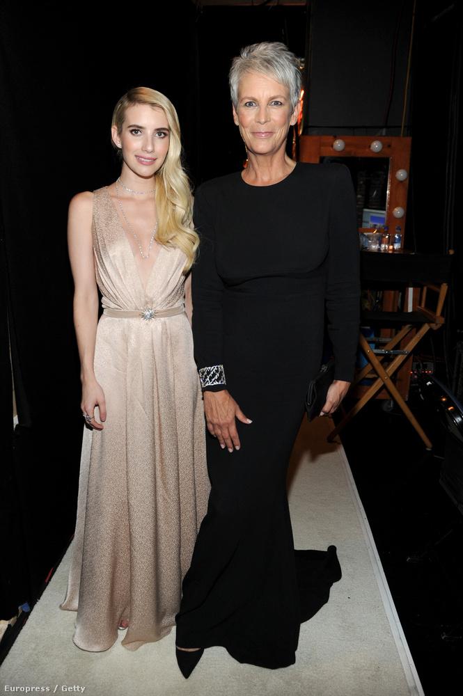 A nyitóképünkön látott Emma Roberts Jamie Lee Curtis színésznővel pózol itt - együtt szerepelnek a Scream Queens című sorozatban.