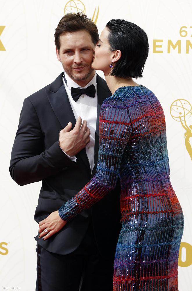 Mint ahogy a Jaimie Alexander-Peter Facinelli színészházaspár sem fogja vissza magát csak azért, mert az év legfontosabb televíziós eseményére vonul be éppen...