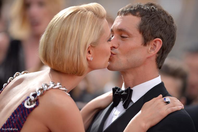 Claire Danes is adott egy szép nagy csókot Hugh Dancynek