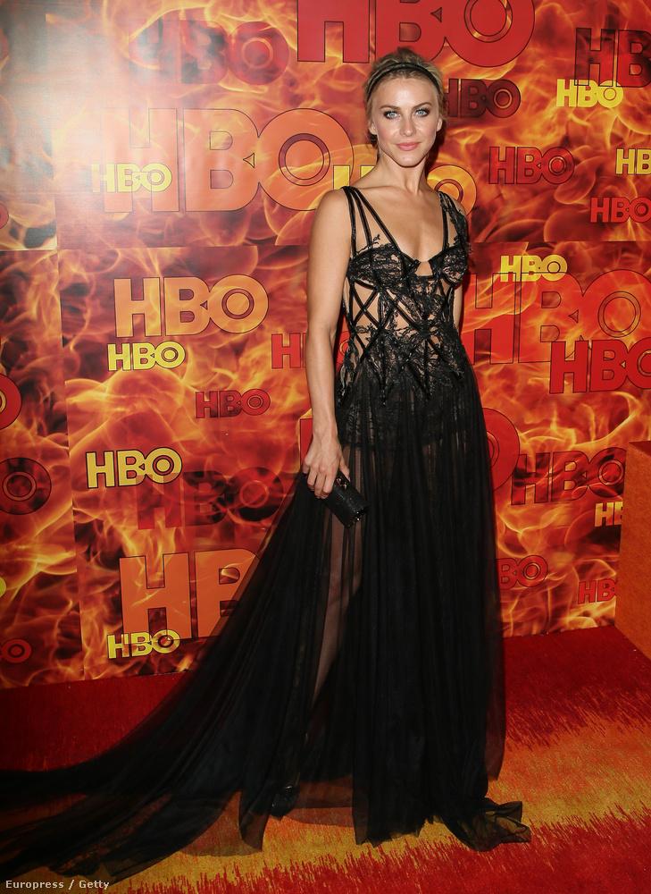 Julianne Hough tévés személyiséget is sokan kritizálták ezért az öltözékért