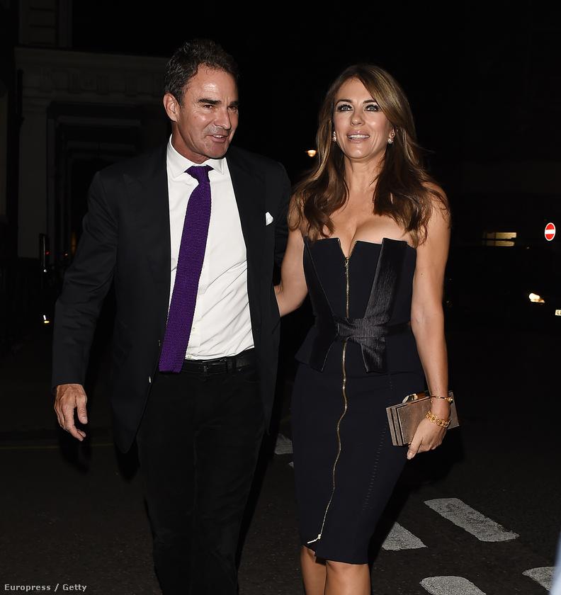Pár nappal korábban szintén egy kis feketében mulatott egy londoni bárban a brit Vogue buliján