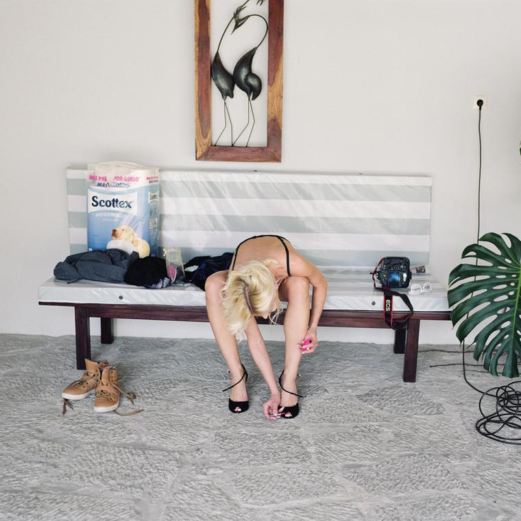 Az It's Just Love projekt képeit a saját otthonában mutatta be az amszterdami UNSEEN Festival keretében