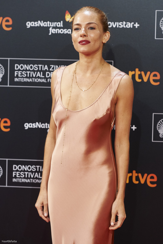 Sienna Miller új filmjét, a High Rise-t egy spanyolországi filmfesztiválon mutatták be, ott nem vett fel melltartót