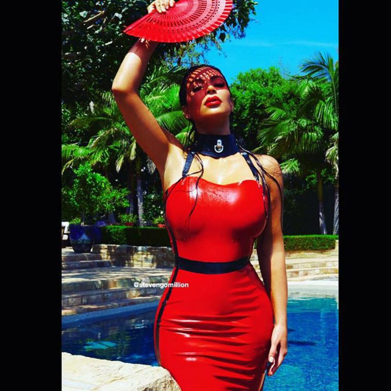 Kardashian teste amúgy már nem így néz ki, hisz szíve alatt a kis Easton Westet hordja