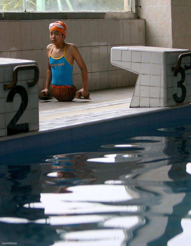 Két évvel később, 2007-ben a lány úszni kezdett Junnan tartomány fővárosában, Kunmingban egy parasportolóknak létrehozott klubban