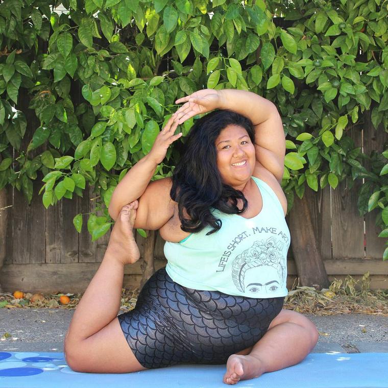 A 27 éves jógafanatikus magasról tesz arra, hogy ki mit gondol a testéről, és létrehozott egy Instagram oldalt, ahol folyamatosan posztolja a lehetetlennek tűnő pózokat.