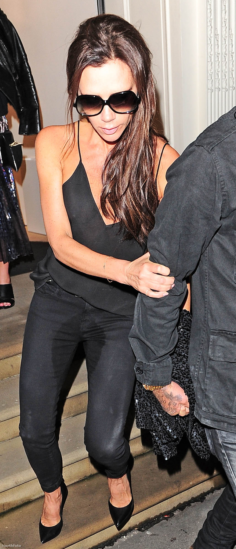 De a legdurvább mégis csak az a rejtélyes folt volt Victoria Beckham nadrágján