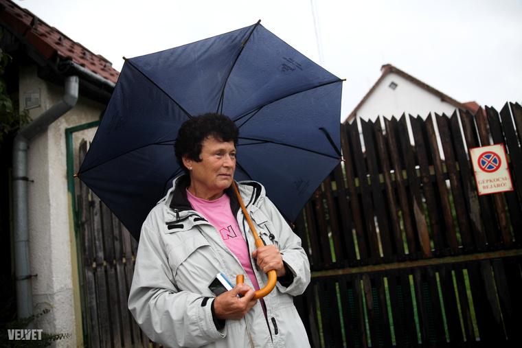 Csilla néni éppen gyógytornázni volt pénteken, amikor a szomszédja telefonon hívta: van egy kis gond.