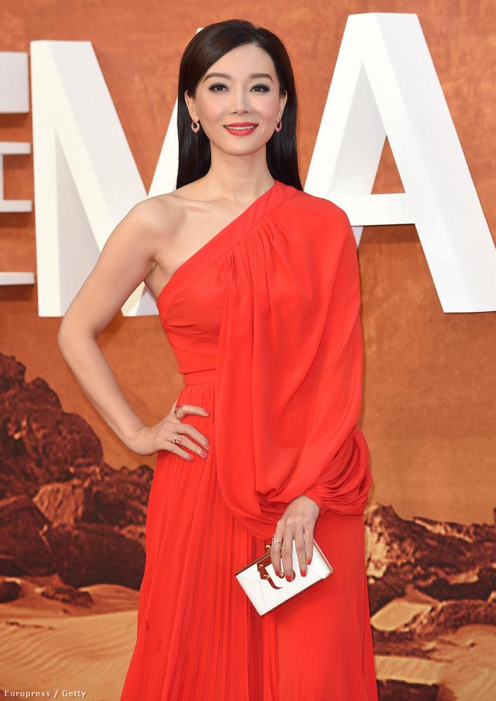 A kínai színésznő, Chen Shu énekesnő és színésznő is, Pekingben él, 38 éves.